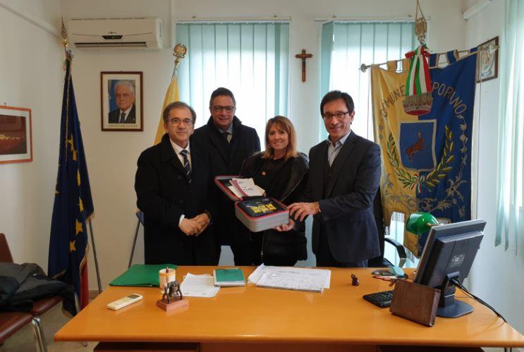 foto da sx dott. Francesco Ruggieri, Sig.a Giorgia Mascolo, il dott. Mario Volpe, dietro l'avv. Francesco D' Errico